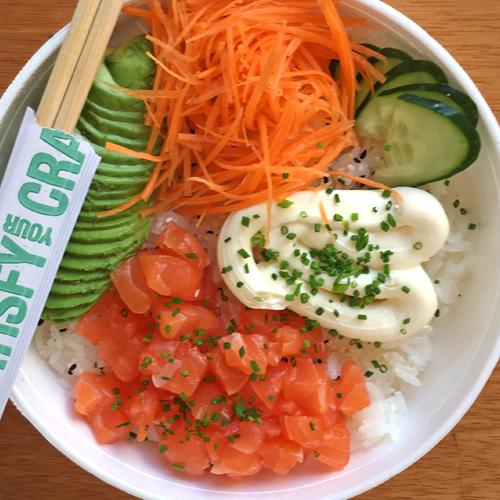 Poke Salad con Salmon Rebozado