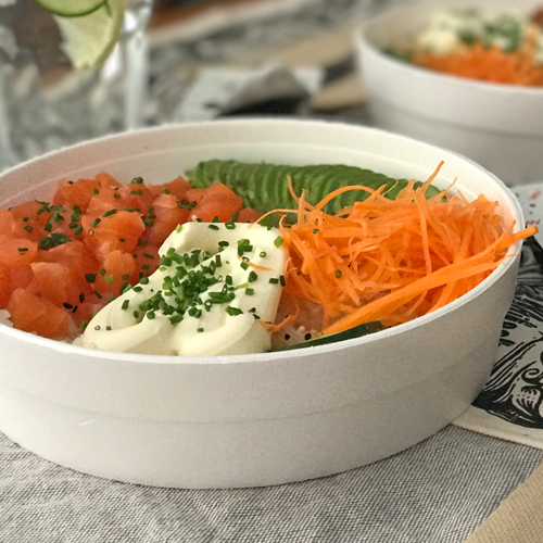 Sushi Salad con Salmon Rebozado